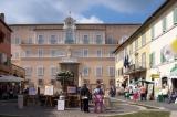 Hamarosan árusítja biotermékeit a turistáknak a pápai palota kertje