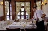 Csaknem 300 étteremben ehetünk féláron