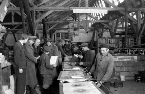 1950 - Készül a legendás Salgó a Salgótarjáni Vasöntöde és Tűzhelygyárban. Forrás: Fortepan, Magyar rendőr