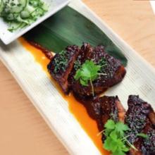 Mangalicatarja anticucho mártással és wasabis uborkasalátával