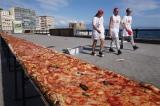 A világ leghosszabb pizzáját sütötték meg Nápolyban